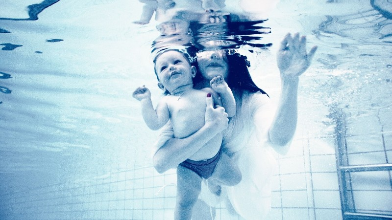 baby-and-mum-under-water-diabetes-and-pregnancy